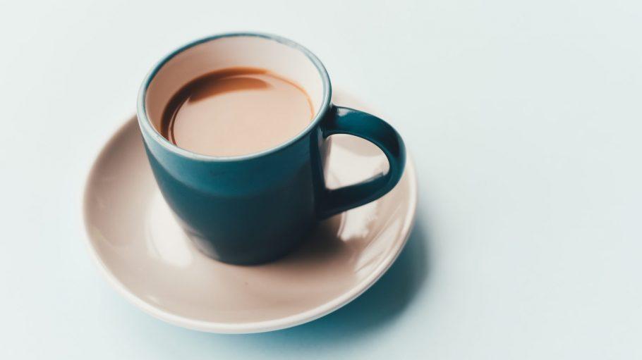 Kaffee in hübscher Kaffeetasse