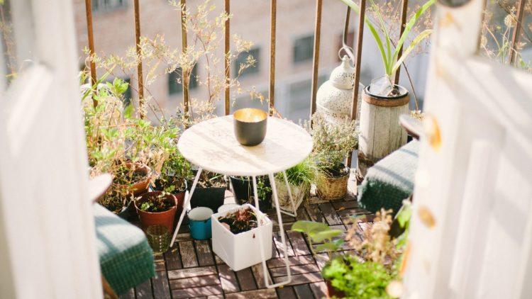 Viel Zeit und schönes Wetter - der perfekte Moment, den Balkon aufzuhübschen.
