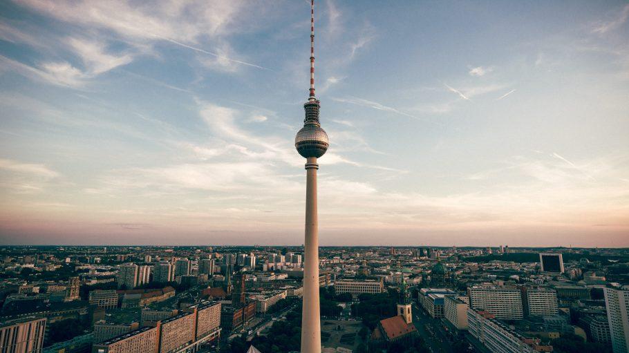 Blick auf den Alex inmitten Berlins