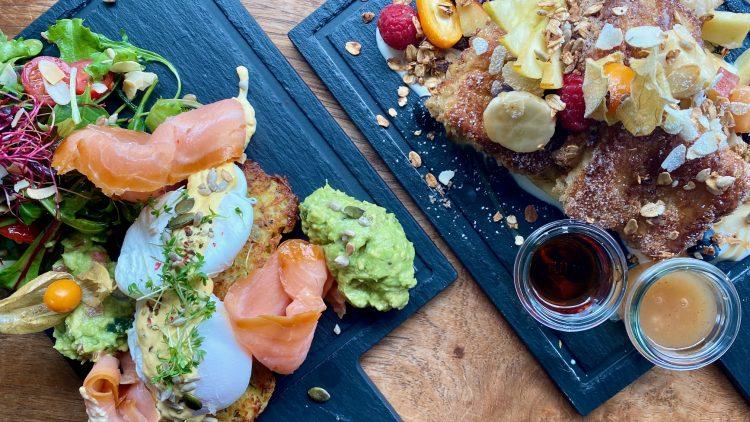 Frühstück mit Eggs Benedict und French Toast in Das Gretel in Friedrichshain