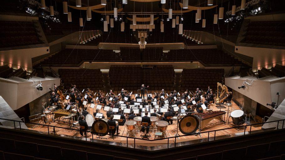 Berliner Philharmoniker vor leerem Saal