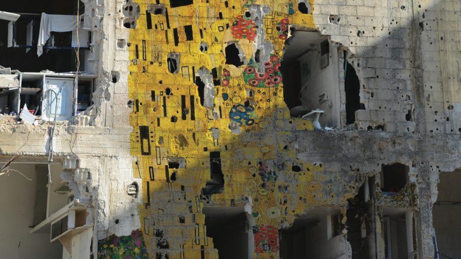 Klimt Graffiti an einem zerbombten Haus