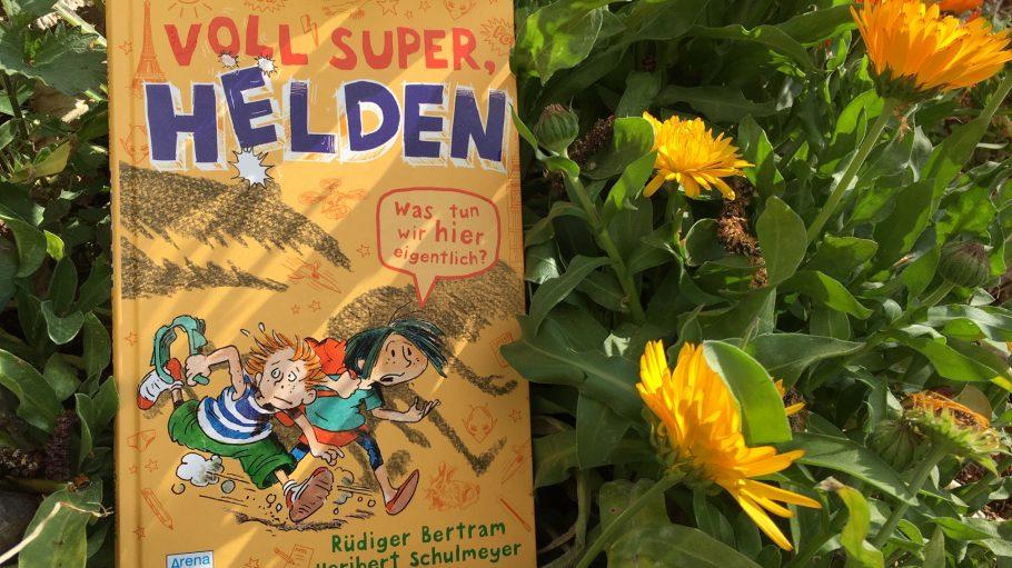 Voll super, Helden - Kinderbuch auf gelben Blumen