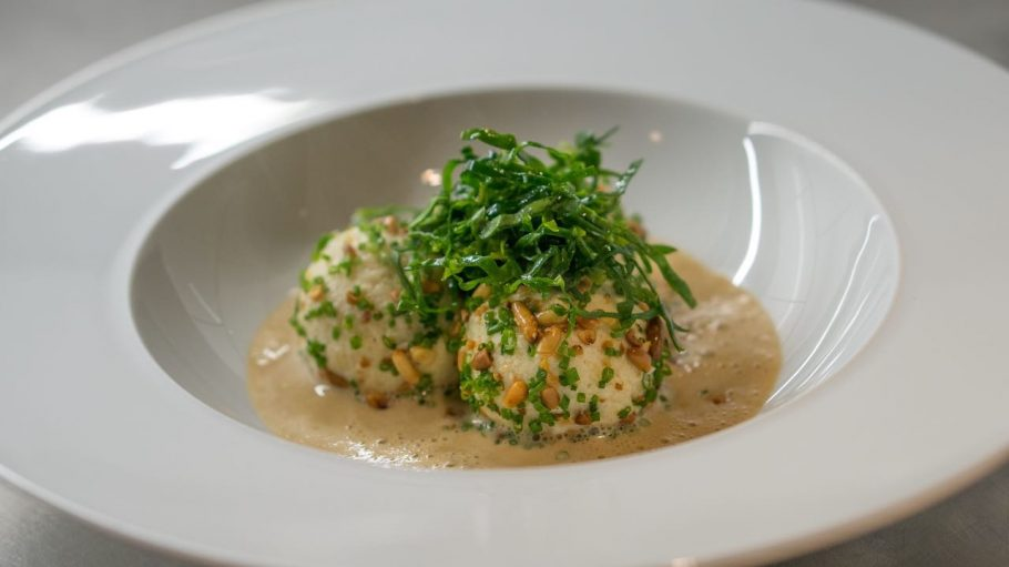 Parmesanknödel im vegetarischen Sternerestaurant Cookies Cream