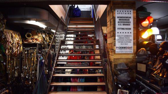 Treppe in Klamottenladen