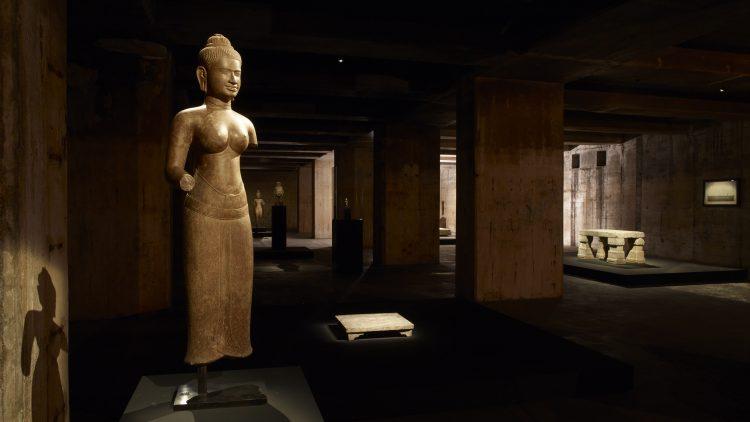 Statue im Bunker