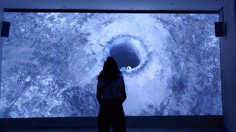 Start der Ausstellung: Eine Videoinstallation des israelischen Künstlers Gilad Ratman.