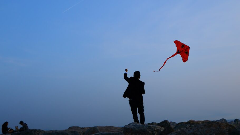 drache fliegt mann kite