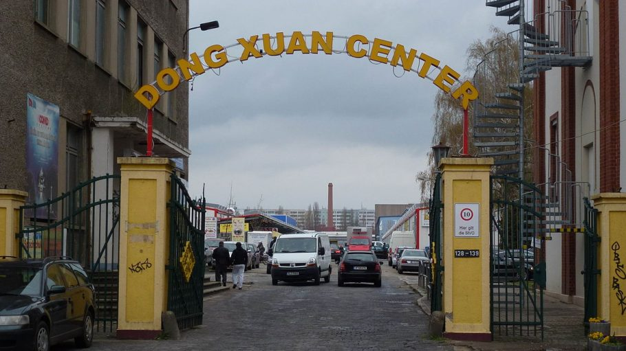 Eingangsschild Dong Xuan Center