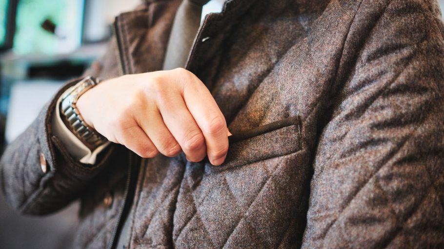 Rein in die perfekt sitzende Jacke und ab nach draußen.