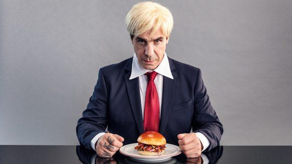 Rammstein-Frontmann Till Lindemann wird zum Veganer: zumindest für ein paar Minuten.