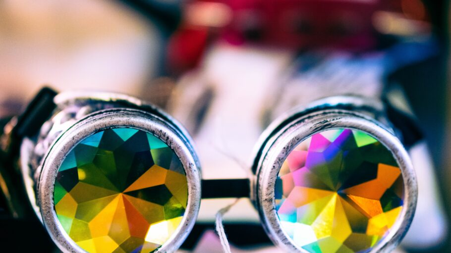 shallow focus photography of sunglasses