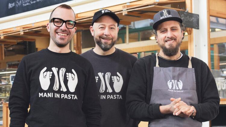 """Die Brüder Angelo (mittig) und Gioacchino (rechts) starteten """"Mani in Pasta"""" 2015 zusammen mit Lorenzo Corisi."""