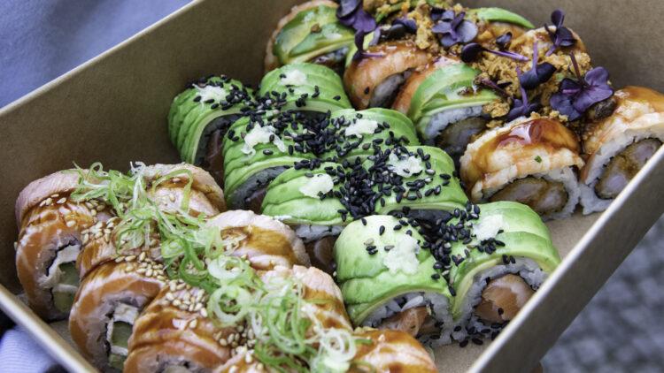 Der Anblick macht hungrig: Nachhaltig verpackte Badass Boxen von der Sushi Gang.