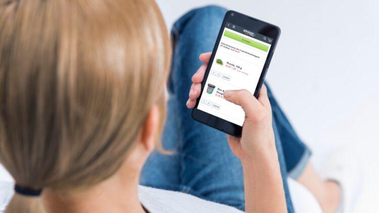 Du kannst deine Bestellung auch bequem mit dem Handy über die Amazon App aufgeben.