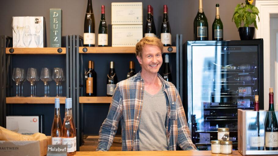 Bricole-Macher Fabian Fischer in seinem neuen Weinshop.