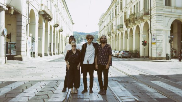 Die Indie-Band Shout Out Louds spielt am 28. Februar im Festsaal Kreuzberg. Wir freuen uns drauf!
