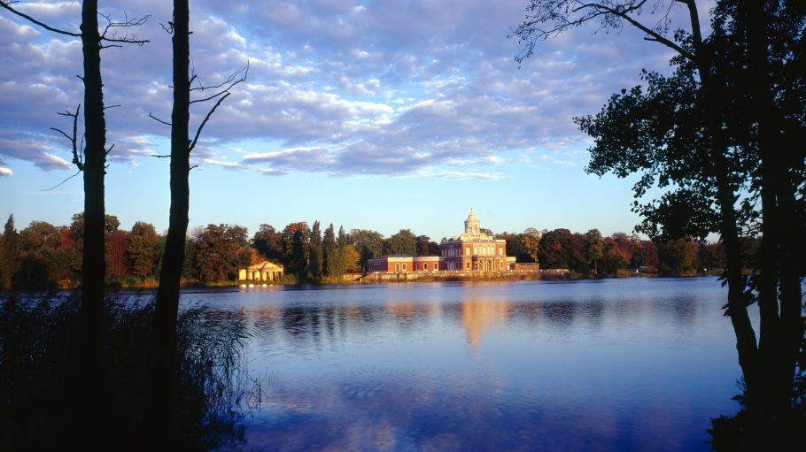 Marmorpalais Neuer Garten Potsdam hinter See