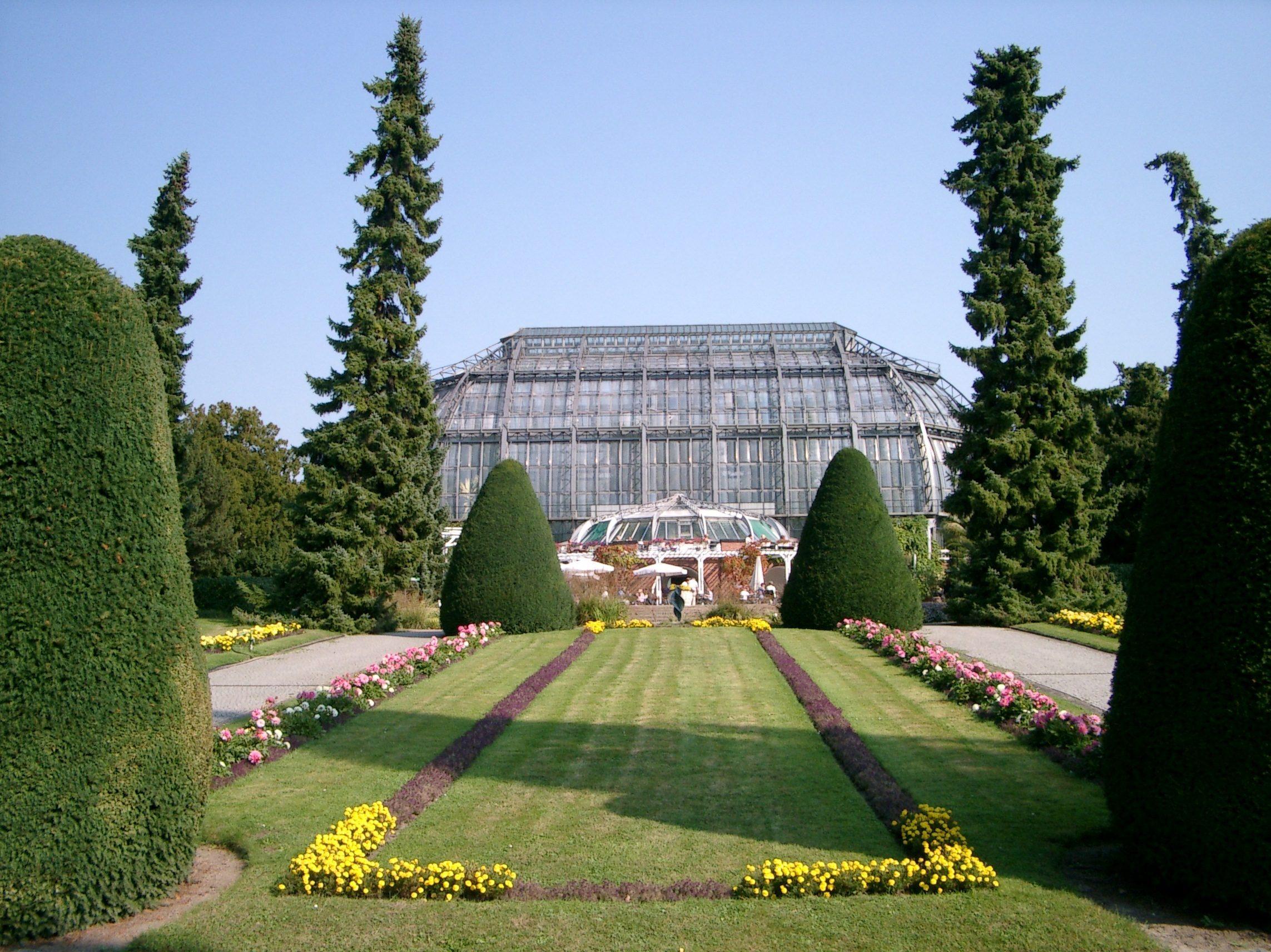Blumen- und Pflanzenpracht draußen und überdacht: Botanischer Garten in Dahlem.