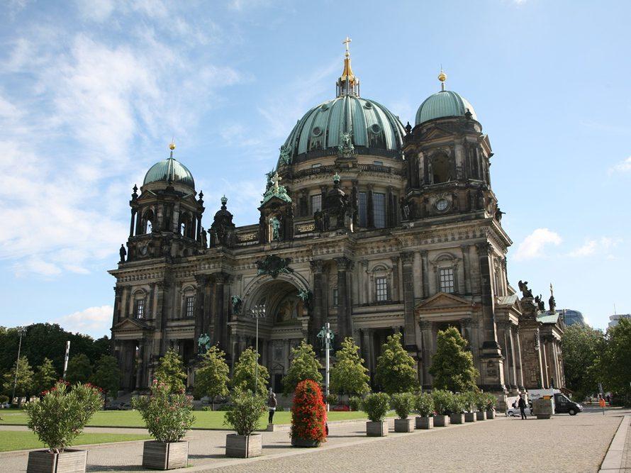 In der größten Kirche der Hauptstadt, dem Berliner Dom, finden noch immer regelmäßig Gottesedienste statt.