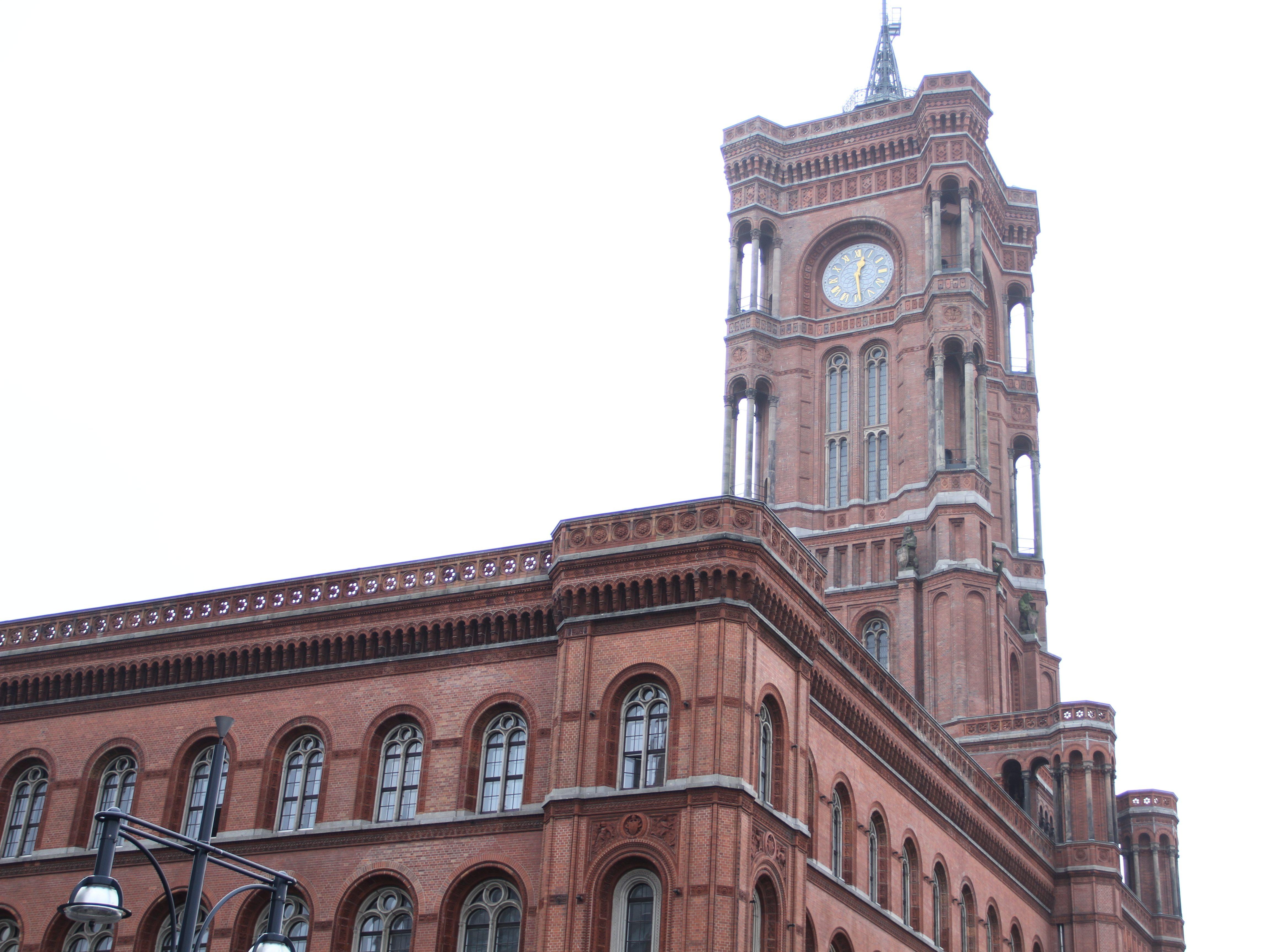 Das Rote Rathaus im Herzen Berlins.