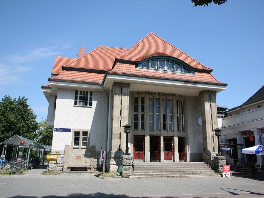 1915 erhielten die Blankenburger ihr Bahnhofsgebäude im Jugendstil. Seitdem wurde es renoviert und aufpoliert.