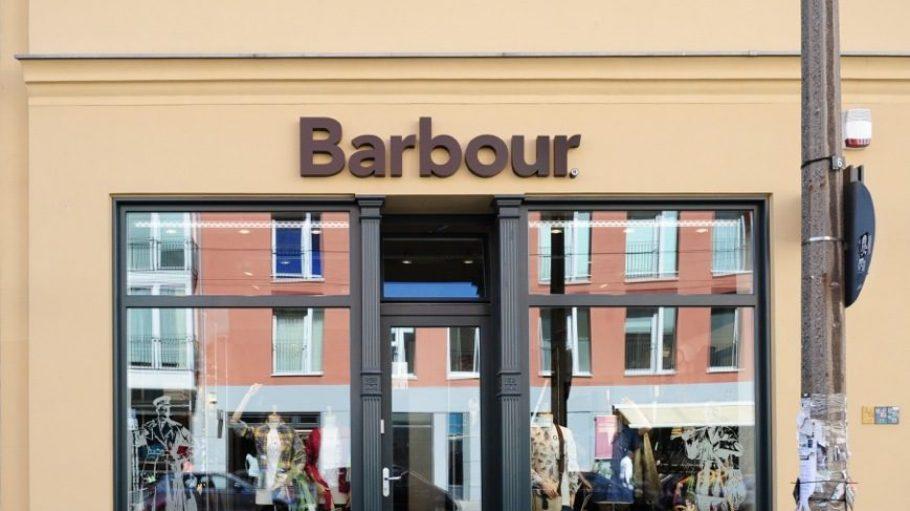 Das Schaufenster des Barbour Heritage Stores kann man in der Alten Schönhauser Straße bewundern.