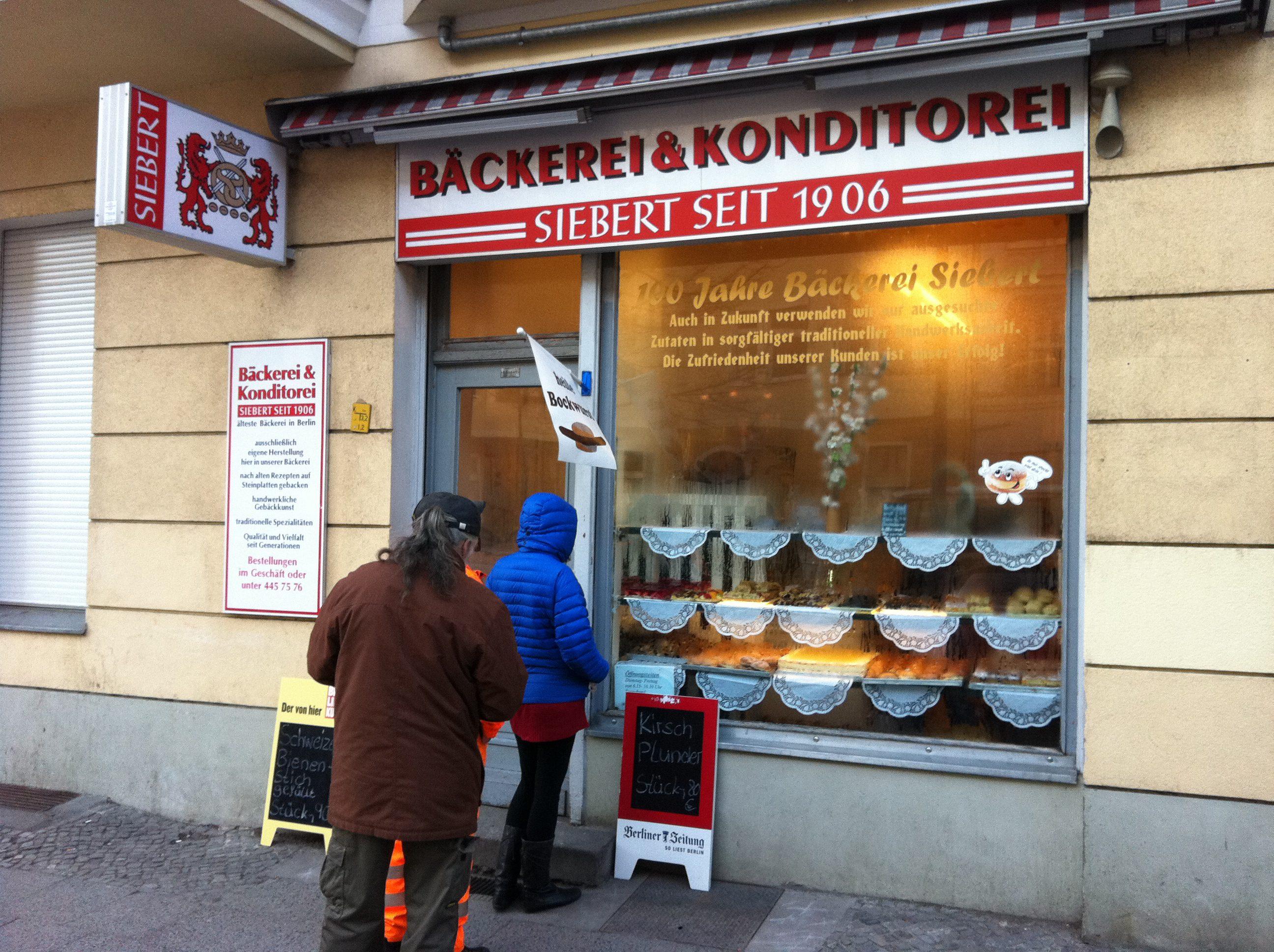 Schlange stehen ist bei Bäckerei Siebert auch unter der Woche keine Seltenheit.