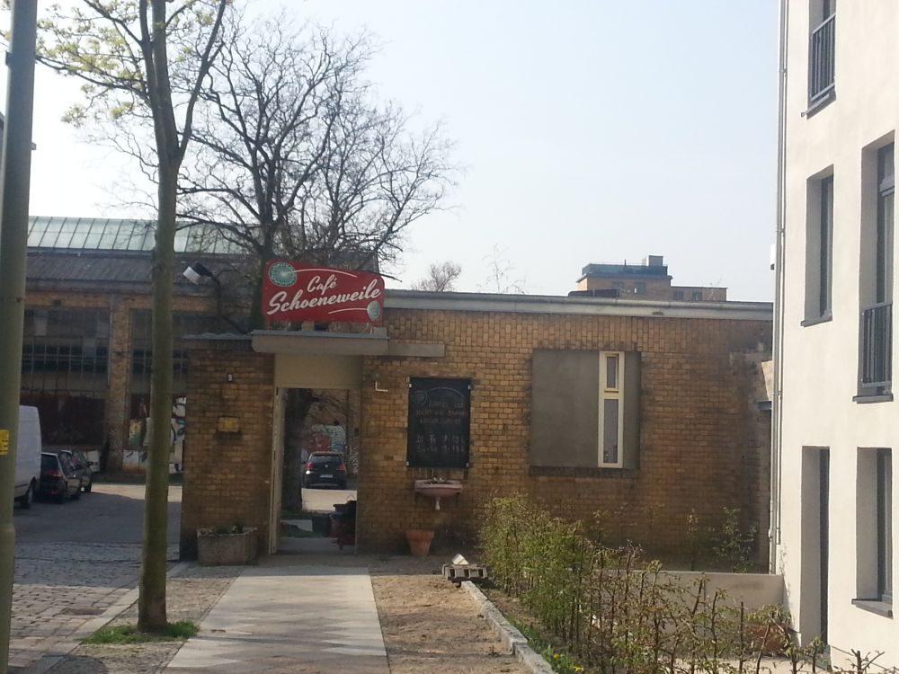 Von außen: das alte Pförtnerhäuschen.
