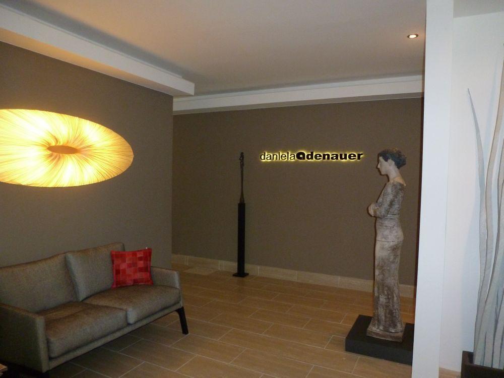 Der Eingangsbereich mit einigen besonderen Kunstobjekten.