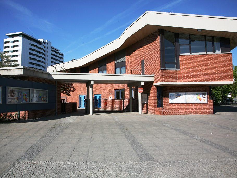 Das Gemeinschaftshaus Gropiusstadt ist ein Zentrum der Begegnung und ein für Neukölln bedeutender Veranstaltungsort, etwa für Konzerte oder Theatervorführungen.