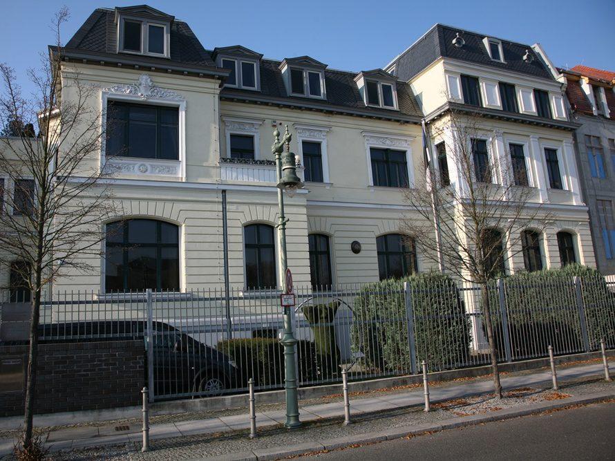 Die Botschaft Estlands befindet sich in der Hildebrandstraße, benannt nach einem Schokoladenfabrikant, der ein Gelände in der vor 200 Jahren entstanden Villenkolonie erworben hatte.
