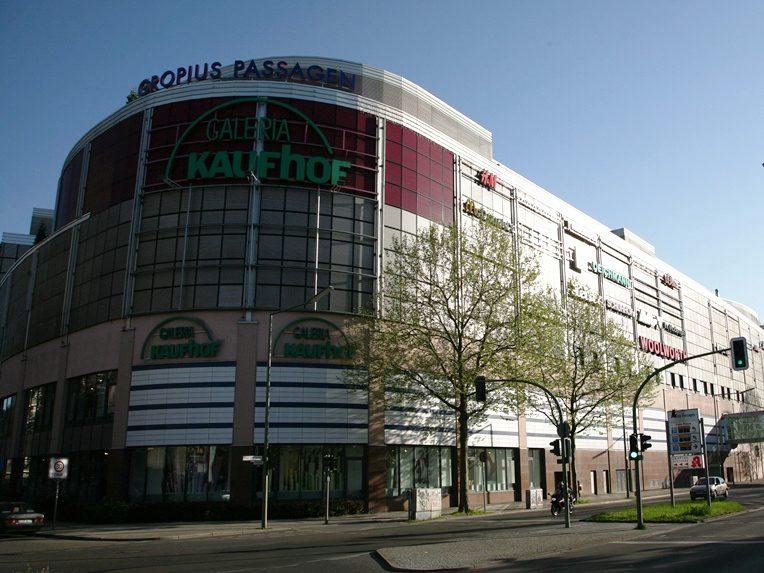 Die Gropius Passagen sind mit einer Fläche von stolzen 85.000 Quadratmetern das größte Einkaufszentrum Berlins.