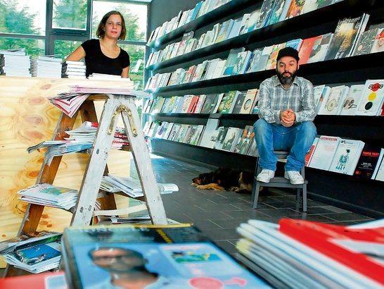 """Im Zeitschriftenfachgeschäft """"Do you read me?!"""" bekommen Leser 600-700 verschiedene Magazine."""