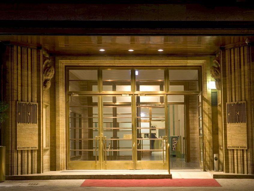 Hereinspaziert - der luxuriöse Eingang des Ellington.