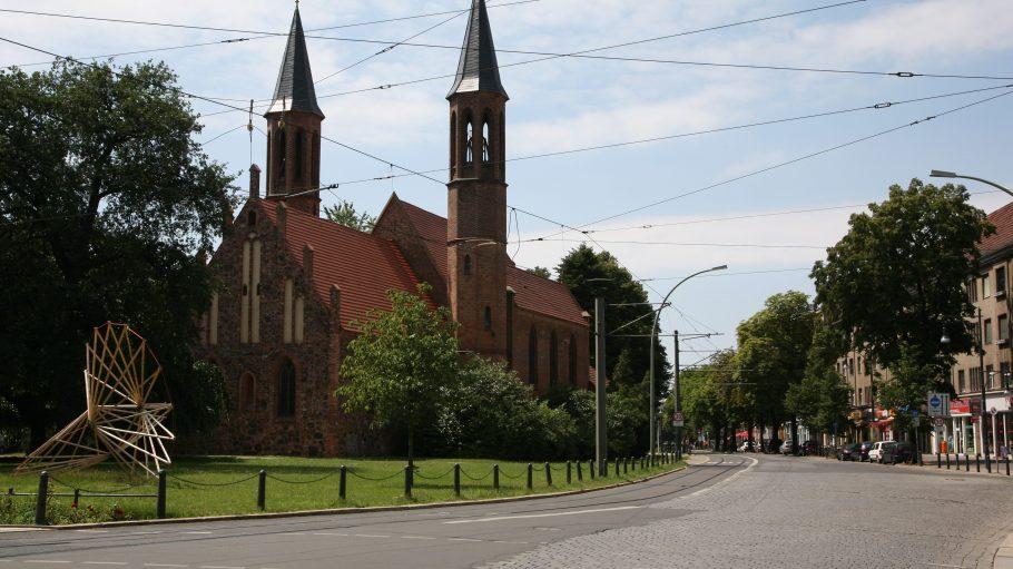 In der Alten Pfarrkirche Pankow können sich Trauernde seit gestern monatlich über ihre Erlebnisse austauschen und Trost in der Gemeinschaft finden.