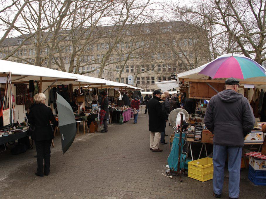 Flohmarkt am Fehrbelliner Platz