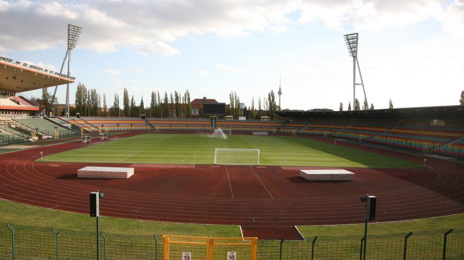 Das alte Hauptstadion des Jahn-Sportparks.