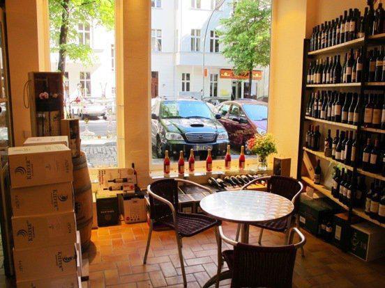 Heimelige Atmosphäre im Weinladen.