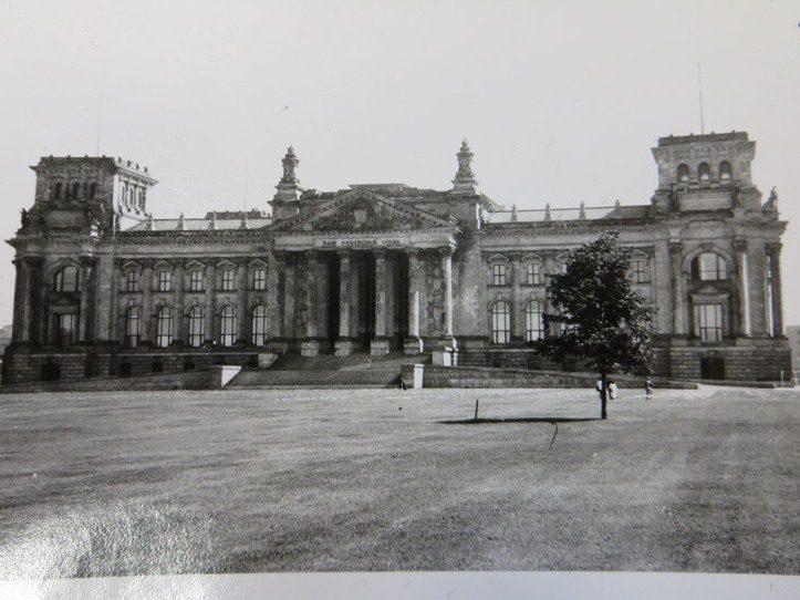 Der Berliner Reichstag aufgenommen im Jahr 1971.