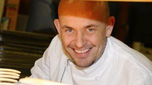 Bei Küchenchef Thomas Kammeier kann man sogar kochen lernen - einmal im Monat veranstaltet er im Hugos einen Gourmet-Kochkurs.
