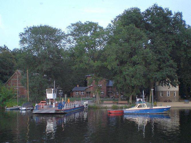 Der Fähranleger der Insel Scharfenberg, auf der sich auch ein staatliches Gymnasium mit Internat befindet.