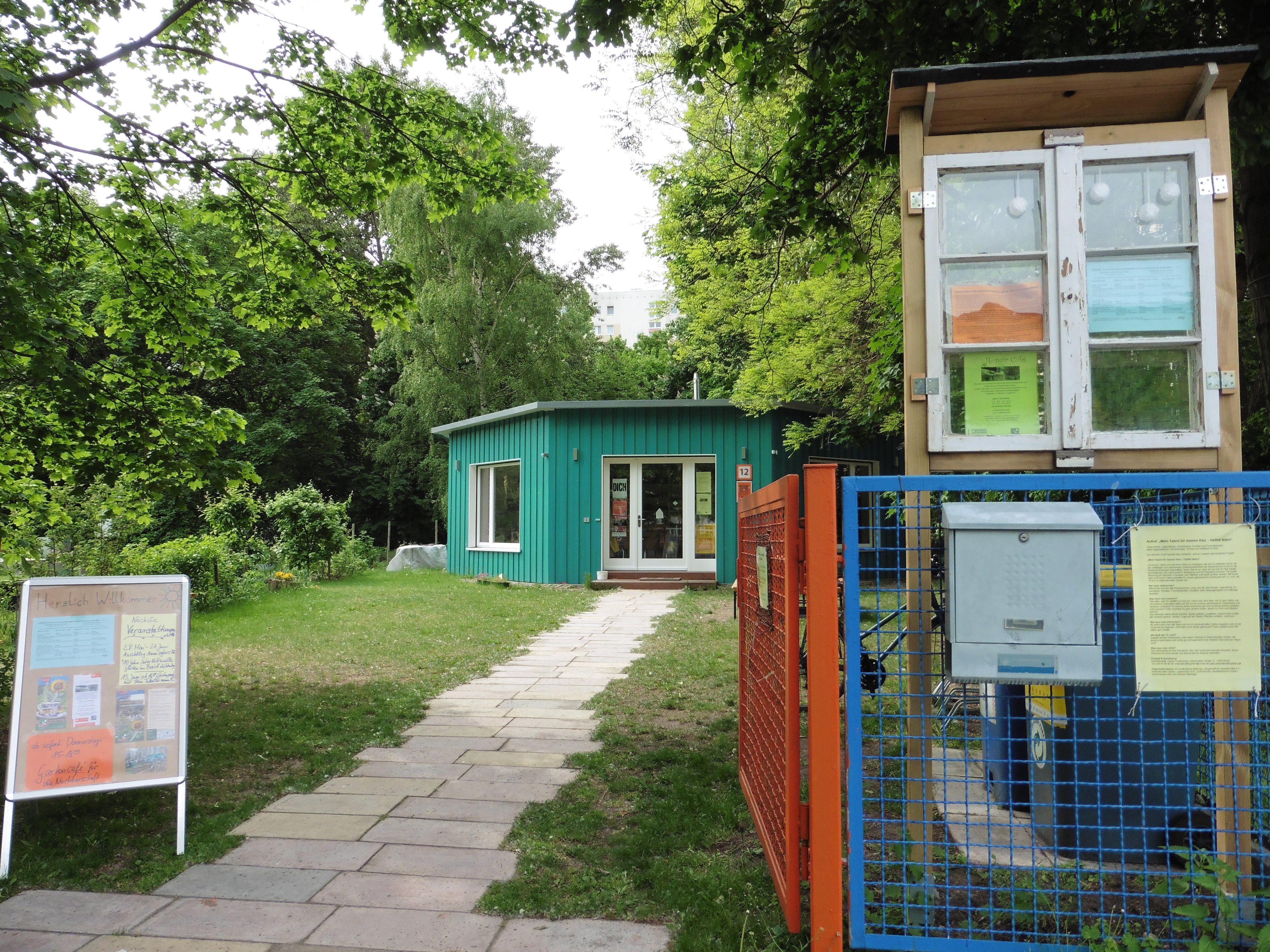 Eingang des Interkulturellen Gartens in Lichtenberg: Die Grünfläche steht jedem Besucher offen.