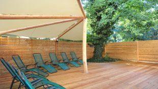 Entspannen mit Blick ins Grüne auf der Terrasse.