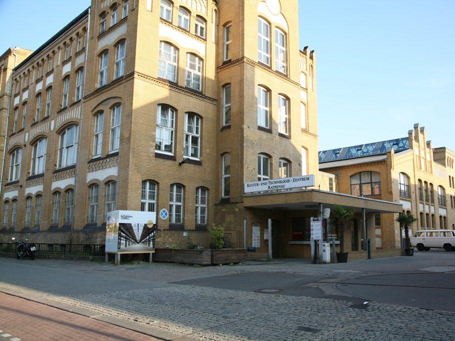 In den Rathenau Hallen in Oberschöneweide findet bis zum 30. August eine Mitmachausstellung statt.