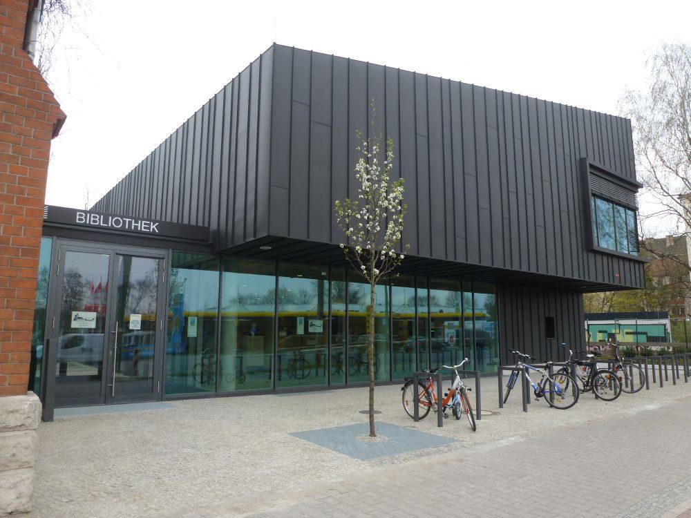 Viel Glas, Holz und Platz: Die neue Mittelpunktbibliothek in Schöneweide hat viel zu bieten.