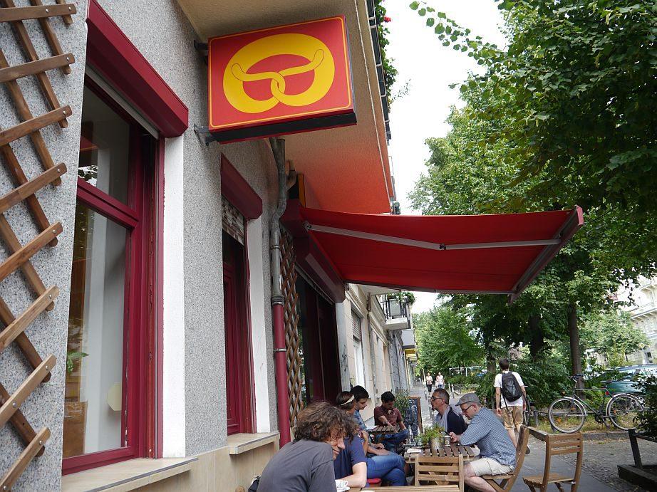 Pizzeria und Café, wo früher Harry's Backshop war.