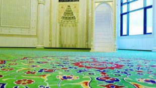 Gebetsraum der Omar Ibn Al Khattab Moschee am Görlitzer Bahnhof