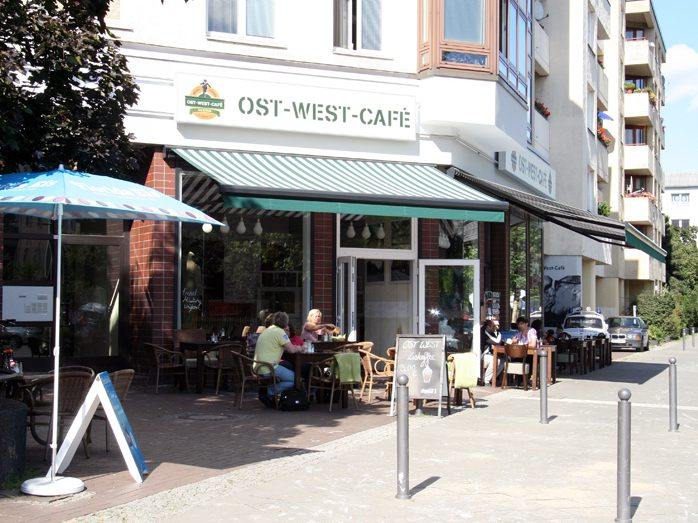 Das Ost-West-Café in der Brunnenstaße 53.