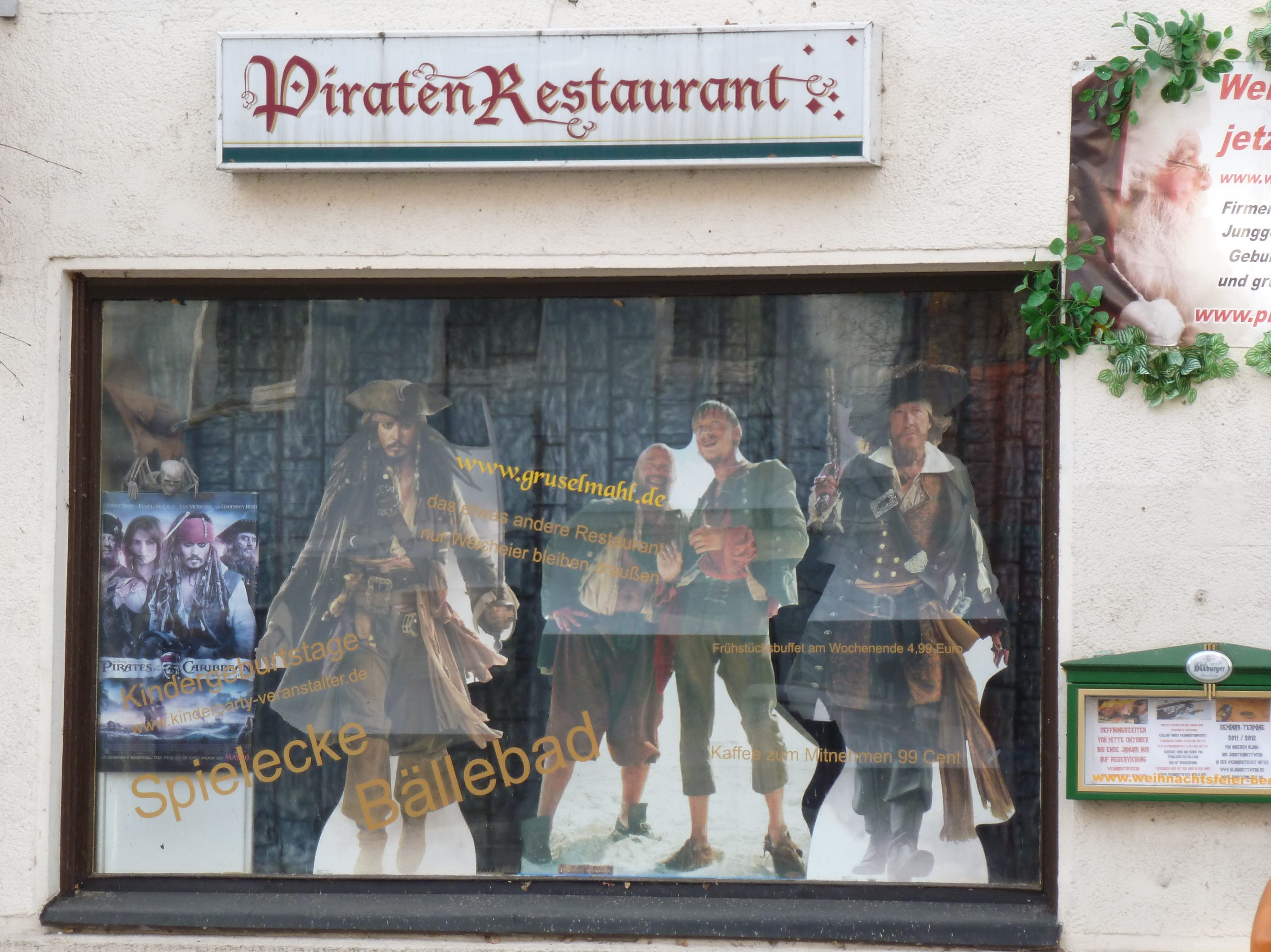 Das Piratenrestaurant - von außen nicht halb so verrückt wie innen